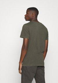 Jack & Jones - JJEWASHED TEE O NECK - T-shirts basic - forest night - 2