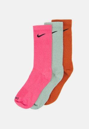 EVERYDAY PLUS CREW 3 PACK UNISEX - Sports socks - dark russet/jade smoke/archaeo pink
