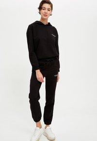 DeFacto Fit - Jersey con capucha - black - 1