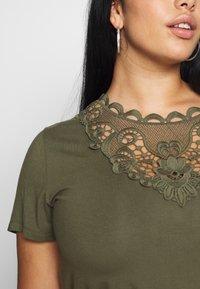 Anna Field Curvy - Print T-shirt - olive night - 5