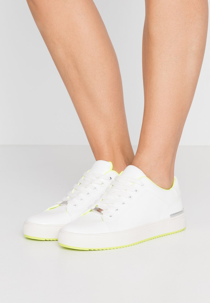 DKNY - BINDA LACE UP - Trainers - white
