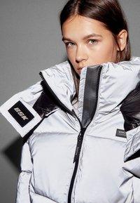 Bershka - Zimní bunda - silver - 3