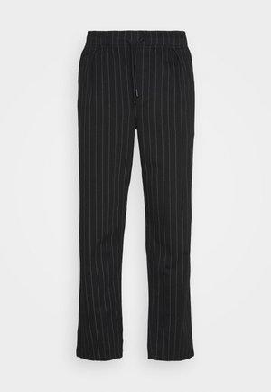 PINSTRPIE TROUSER - Kalhoty - black
