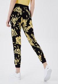LIU JO - Trousers - black/yellow - 2