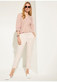 comma - MIT MUSTER - Blouse - cognac pinstripes - 1