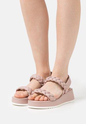 Sandály na platformě - dusty rose