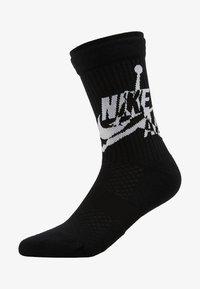 Jordan - LEGACY CREW JUMPMAN CLASSIC - Calcetines de deporte - black/white - 1