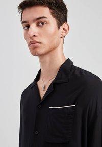 PULL&BEAR - Overhemd - black - 4