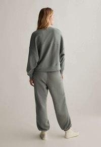 OYSHO - Sweatshirt - khaki - 3