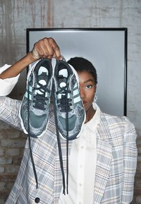 adidas Originals - MAGMUR RUNNER - Sneakersy niskie - core black/footwear white/frozen mint - 4