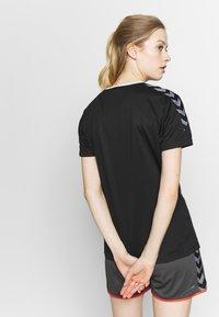 Hummel - HMLAUTHENTIC  - Print T-shirt - black/white - 2