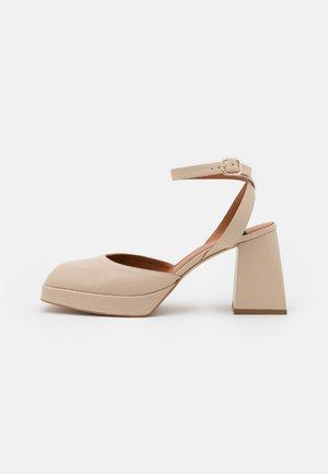 Platform heels - seta/beach