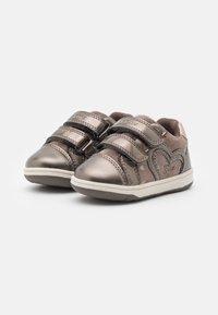 Geox - NEW FLICK GIRL - Zapatillas - smoke grey - 1