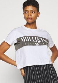 Hollister Co. - T-shirt med print - white - 3