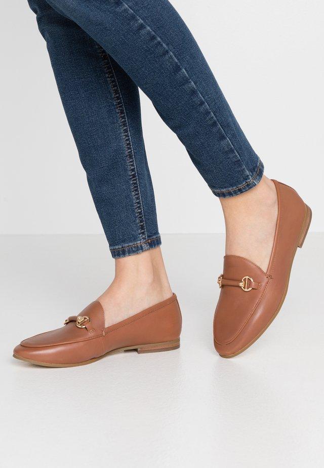 GUILTT  - Loafers - camel