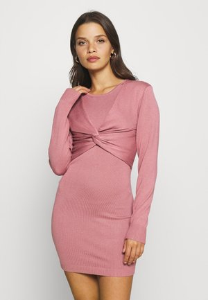 KNITTED DRESS WITH TWIST DETAIL - Jurk - pink