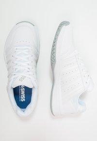 K-SWISS - COURT SMASH - Multicourt tennis shoes - white/navy - 1