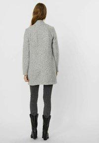 Vero Moda - Abrigo corto - light grey melange - 2