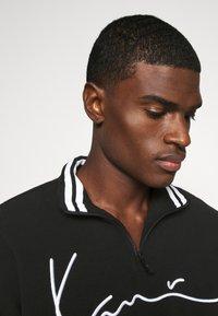 Karl Kani - SIGNATURE POLARFLEECE TROYER - Sweatshirt - black/white - 5