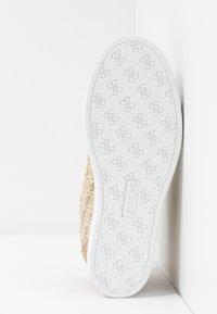 Guess - FAYNE - Sneakers - beige - 6