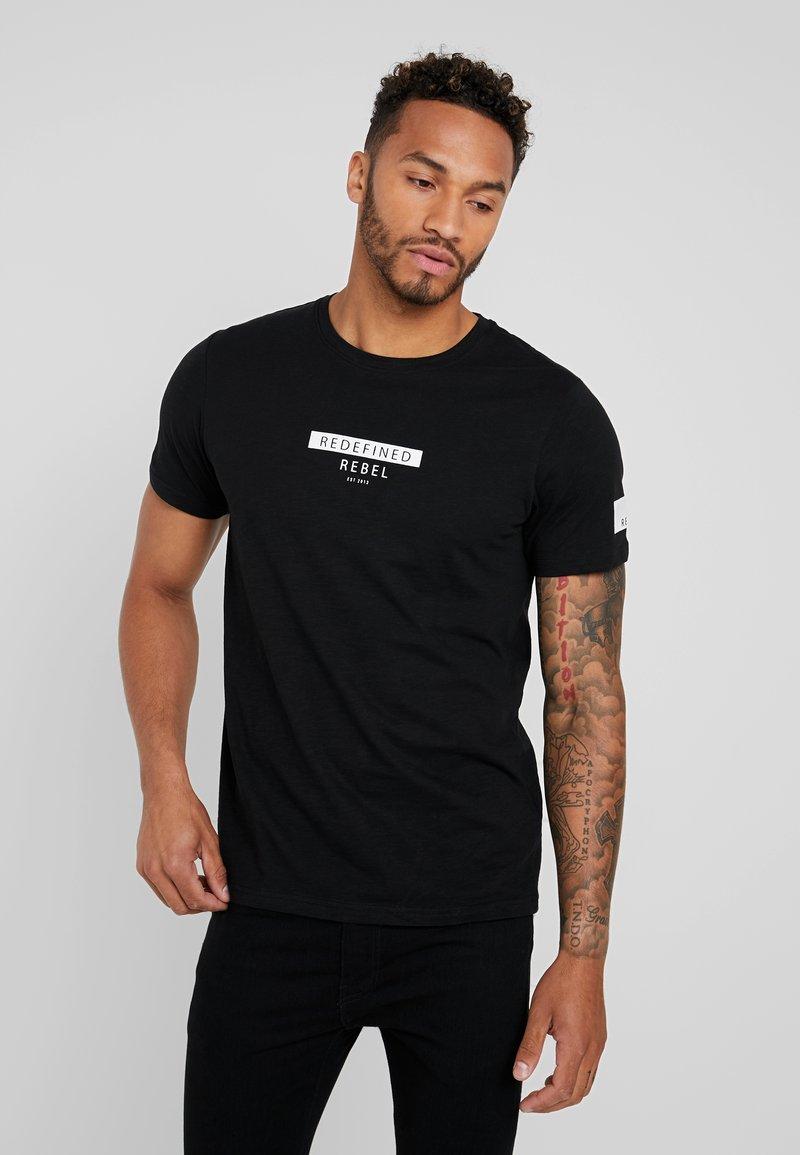 Redefined Rebel - TEE OPTION - T-shirt imprimé - black