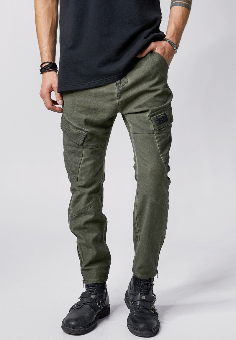 Tigha - Trousers - forest green