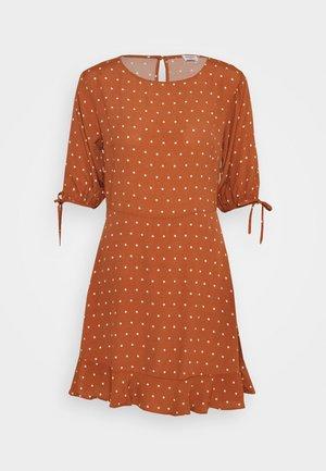 LUCIE SLEEVE MINI DRESS - Kjole - amy mid brown