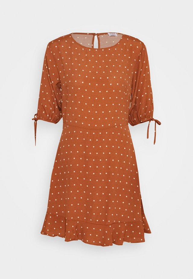LUCIE SLEEVE MINI DRESS - Vapaa-ajan mekko - amy mid brown