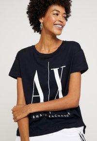 Armani Exchange - Print T-shirt - navy - 3
