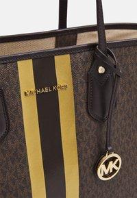 MICHAEL Michael Kors - EVALG TOTE - Tote bag - brown/gold - 4