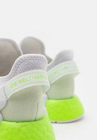 adidas Originals - NMD_R1.V2 UNISEX - Trainers - footwear white/signal green - 5