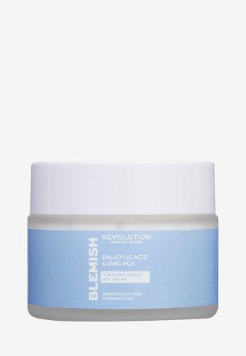 REVOLUTION SKINCARE SALICYLIC ACID & ZINC PCA PURIFYING WATER GEL CREAM - Face cream - -