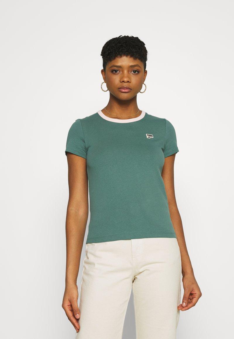 Puma - DOWNTOWN SMALL LOGO TEE - Print T-shirt - blue spruce