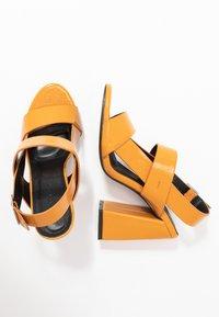 co wren - Korolliset sandaalit - mustard - 3