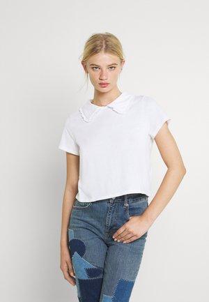 COLLAR TEE - Print T-shirt - white