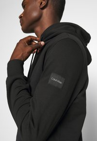 Calvin Klein - POCKET HOODIE - Sweat à capuche - black - 5