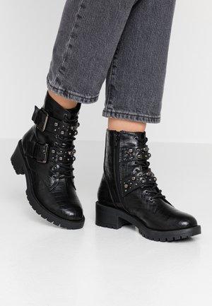BIACLAIRE STUD BELT BOOT - Cowboy/biker ankle boot - black