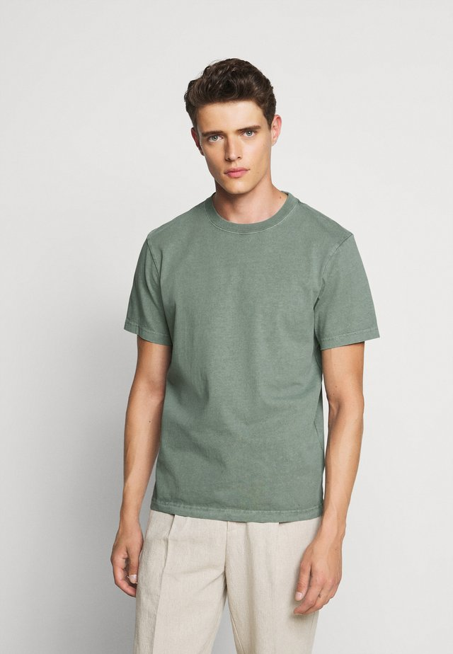HERITAGE TEE - T-shirt basique - baywood green