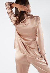 Intimissimi - JACKE IM HERRENSCHNITT AUS SATIN UND SEIDE - Pyjama top - rose satin - 1