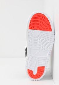 Jordan - SKY 1 UNISEX - Basketball shoes - white/infrared/black - 5