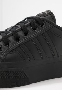 adidas Originals - NIZZA SPORTS INSPIRED SHOES - Trainers - core black - 4