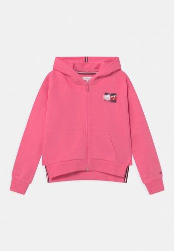 FLAG PRINT ZIP HOODIE - Zip-up sweatshirt - exotic pink