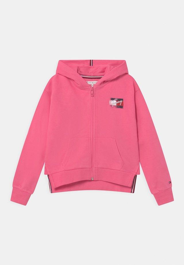 FLAG PRINT ZIP HOODIE - veste en sweat zippée - exotic pink
