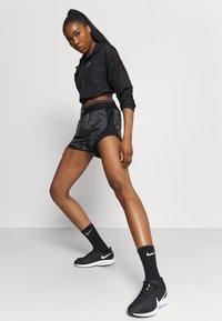 Nike Performance - AIR TEMPO SHORT - Urheilushortsit - iron grey/black - 1