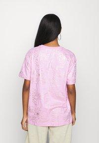 Nike Sportswear - TEE ICON CLASH - T-shirt imprimé - arctic pink - 2