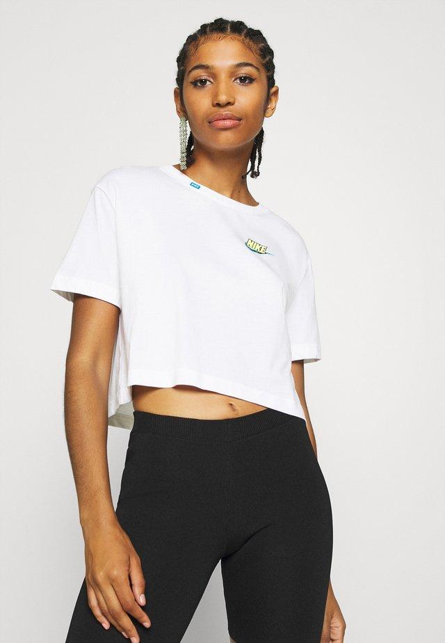 TEE WORLDWIDE CROP - T-shirt con stampa - white