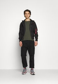 Alpha Industries - HOOD CUSTOM - Bomber Jacket - black/red - 1