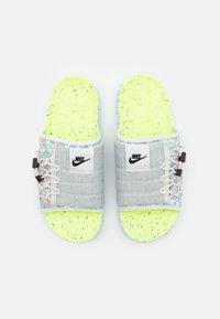 Nike Sportswear - ASUNA CRATER SLIDE - Mules - platinum tint/black/volt/chambray blue/bright crimson - 3