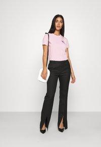 KARL LAGERFELD - MINI IKONIK BALLOON TEE - Print T-shirt - pink - 1
