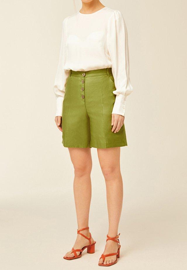 Shorts - leaf green